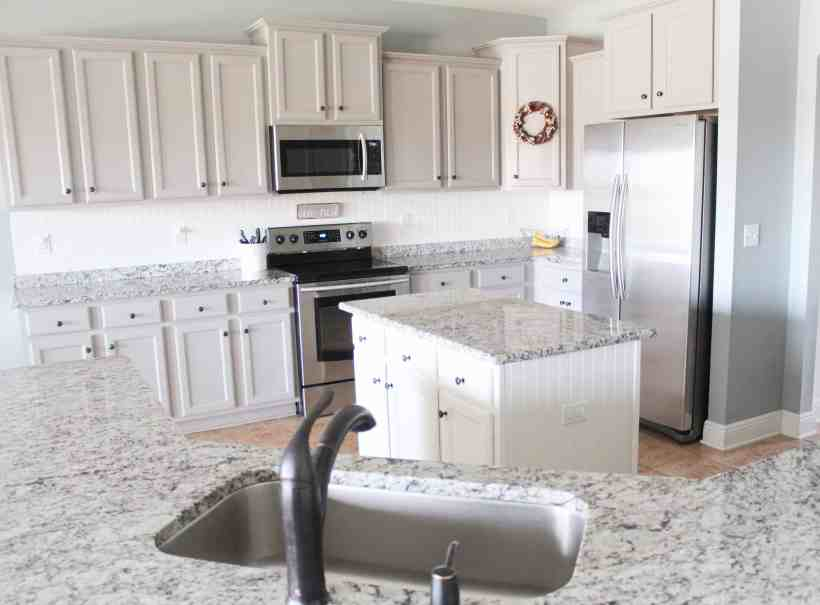 Farmhouse kitchen makeover on a budget
