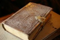 very-old-books-849479-m