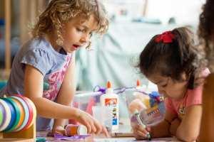 two girls, flicker license https://www.flickr.com/photos/all4ed/35668269904