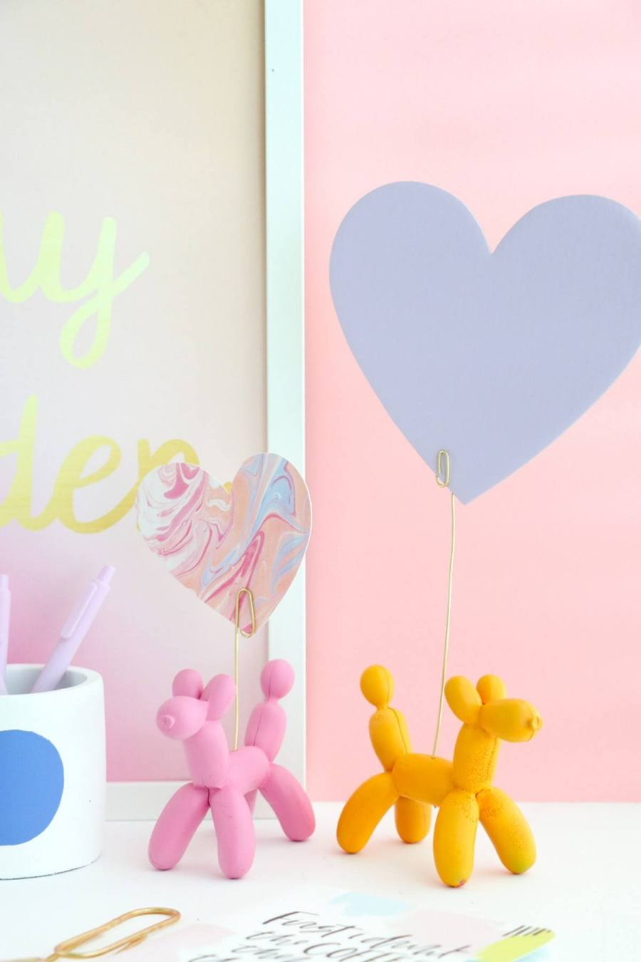 Balloons are something really extraordinary, whimsical, almost torn from fairy tales. They help us shape our greatest memories through splendid decorations, they represent freedom, they summon a positive atmosphere and the child in us all.