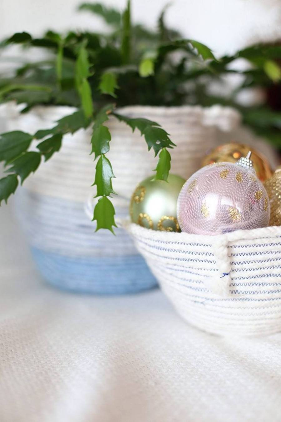 Baskets always bring a summer and a bit rustic feel to any space, whether they are straw, wicker, rope or any other ones.