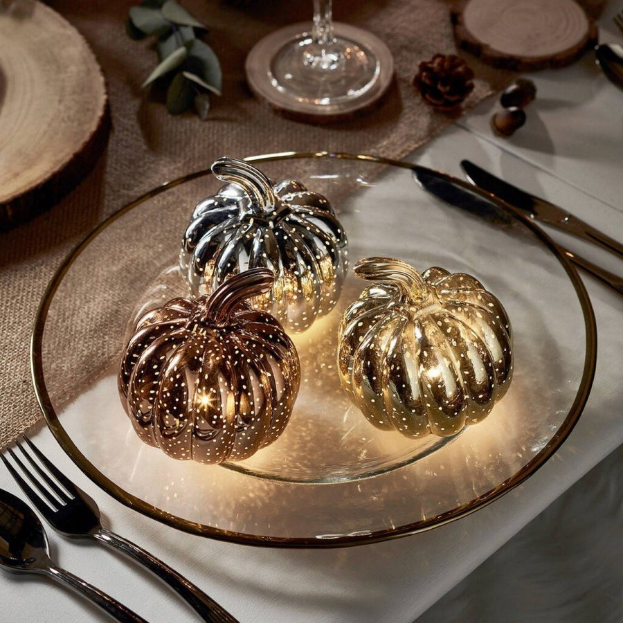 Pumpkins are a symbol of the fall, and rocking them in your home decor and menu you'll instantly bring a fall feel.