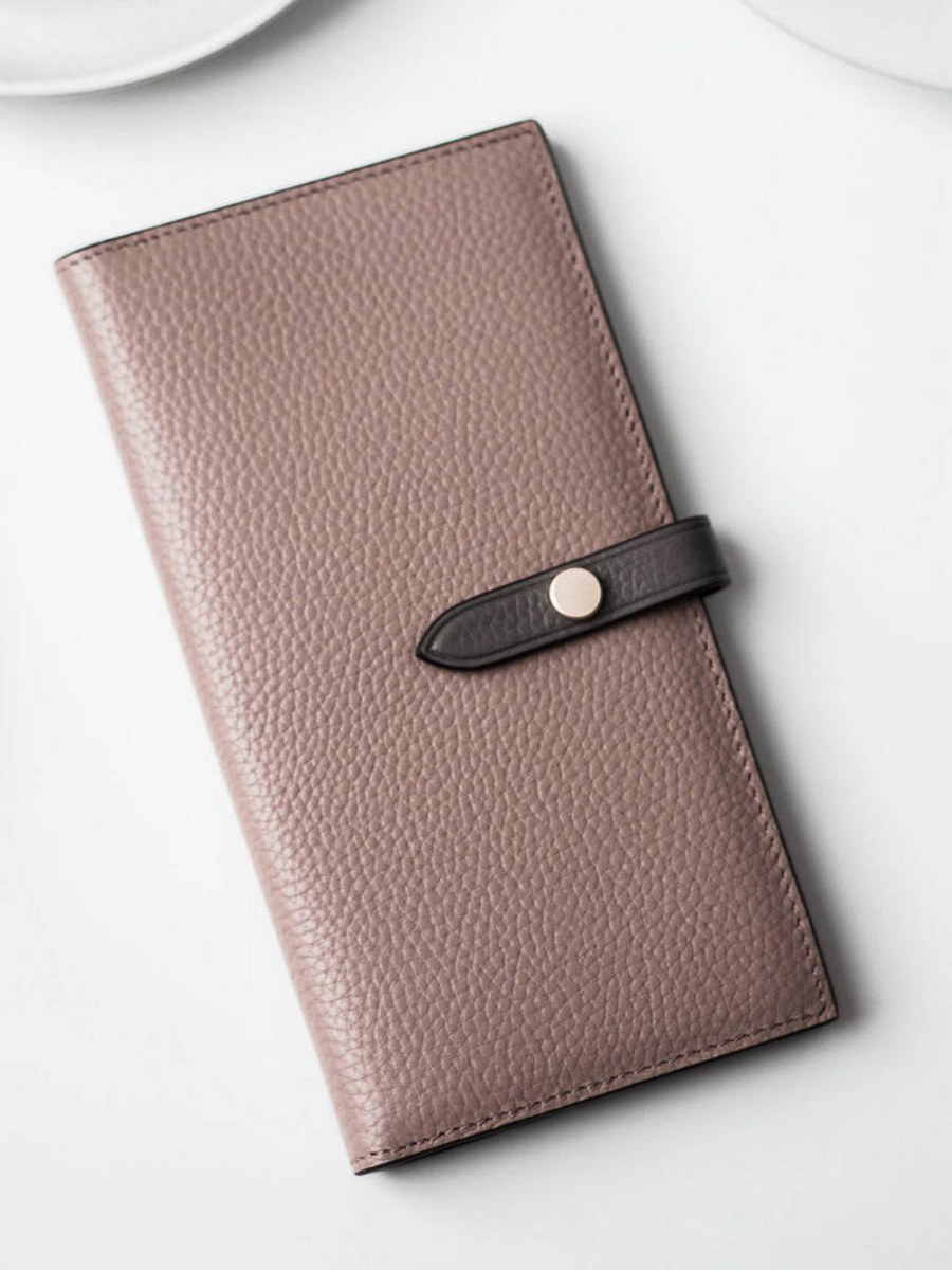 For a commuter, keeping things organized is crucial. Fashion-forward travelers, in particular, want something stylish that will pull double duty as the day unfolds.