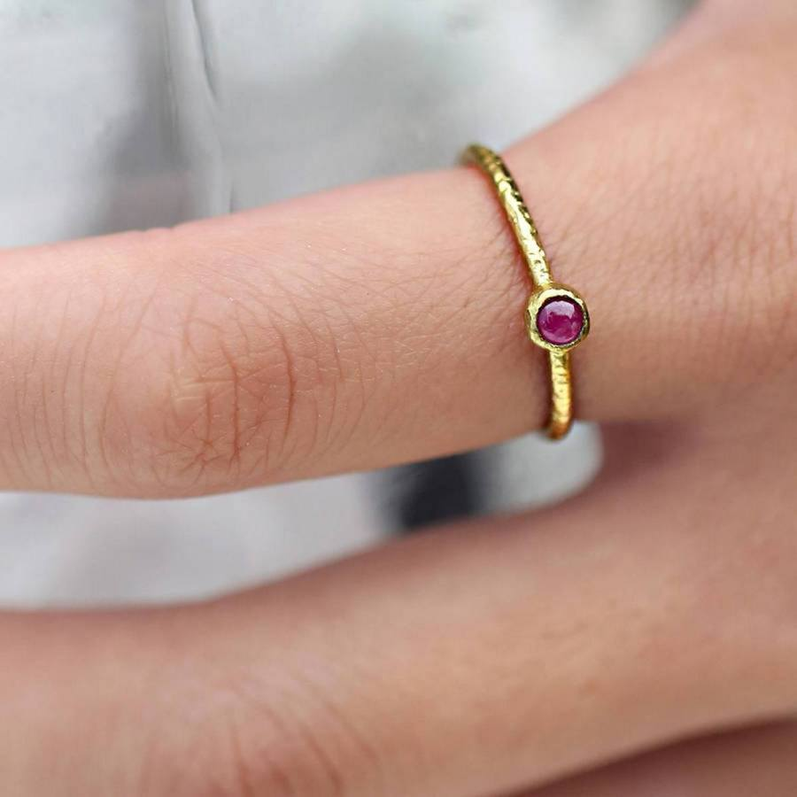 Jewelry always makes a welcome gift for any occasion, and probably the most romantic of jewelry gifts is a ring.