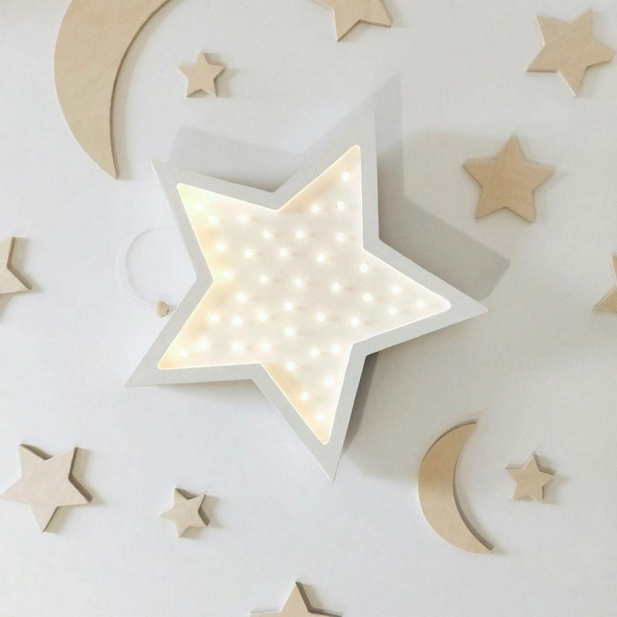The best of the baby room with the cloud and star is that it adapts to other styles. Just be creative, a touch of originality, and a lot of willingness to stay tuned to what is making success in the décor.