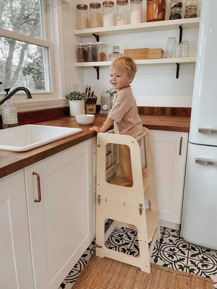 Learning towers, on the other hand, are designed so children can safely participate in kitchen activities alongside parents and caregivers.