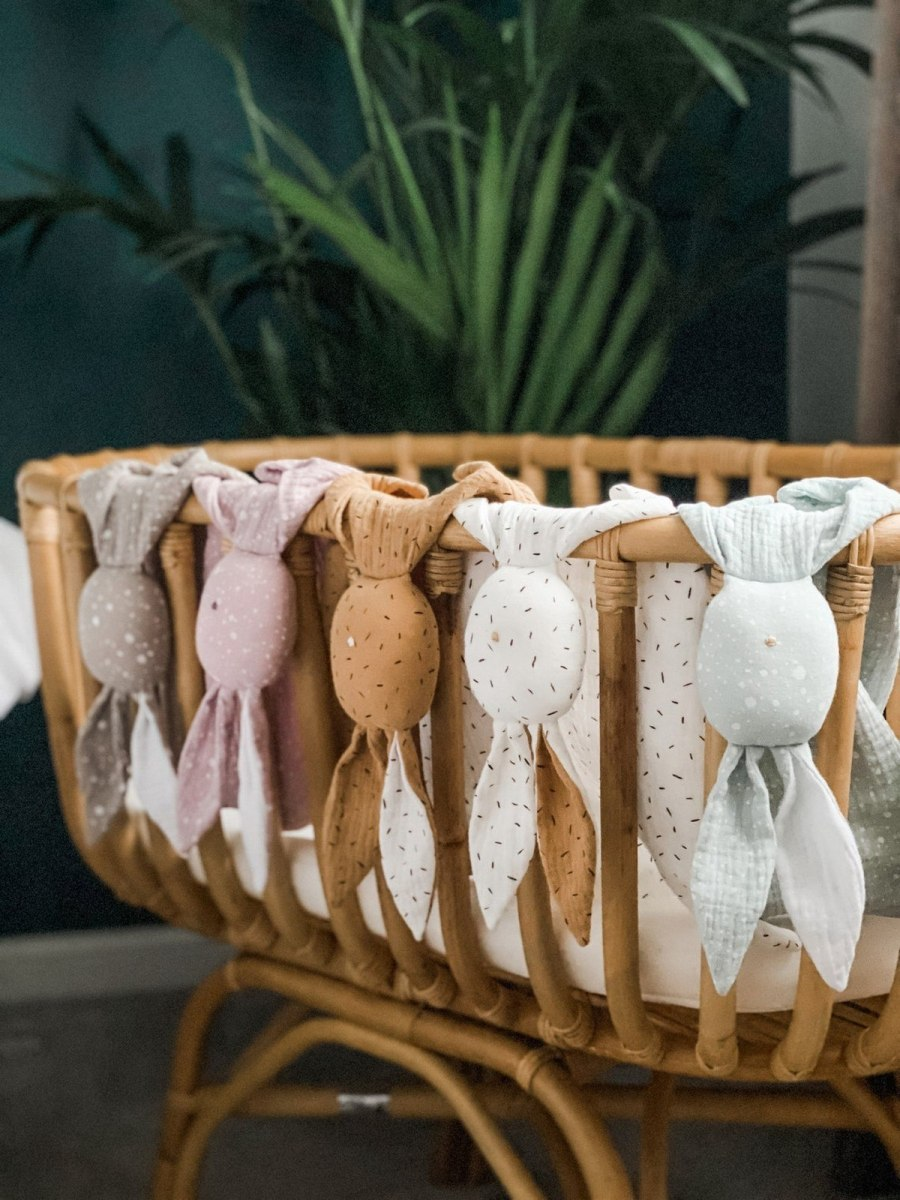 For babies, it's normal to form an attachment to something soft and comforting, such as a blanket, a toy or even a piece of clothing! All of these help them settle, feel secure, and can even lead to sleep. That's why, we have dedicated ourselves to finding the best baby comforters.
