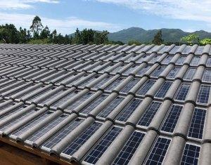 1ª telha fotovoltaica de concreto do Brasil começa a ser produzida pela Eternit