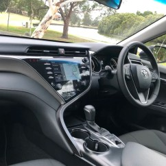 All New Camry 2018 Australia Alphard Facelift Toyota Hybrid Review Ascent Sport Carsguide Up Front There Are Two Cupholders In The Central Storage Area Along With