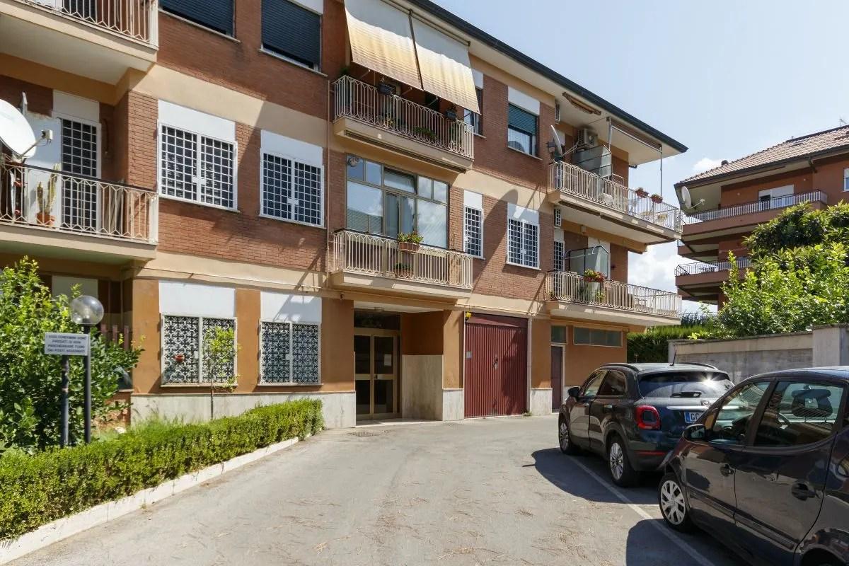 Ciampino (Morena) - Ampio trilocale ristrutturato