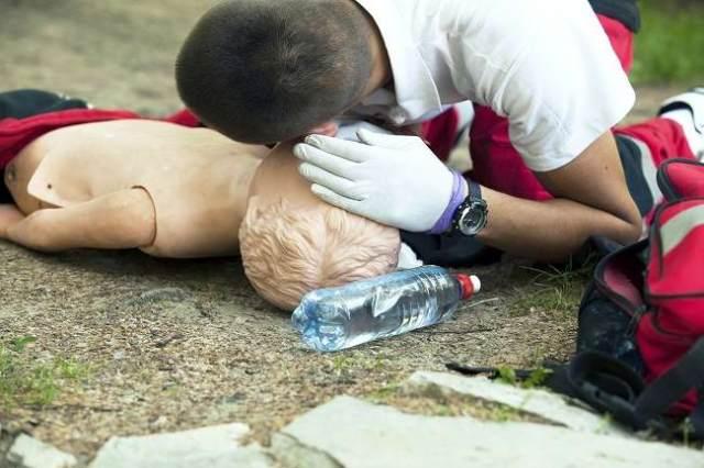 pelajari cpr untuk selamatkan nyawa seseorang - alodokter