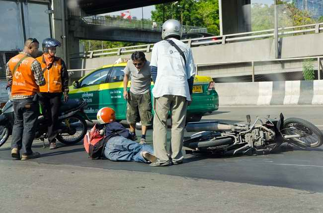 pertolongan pertama pada kecelakaan sepeda motor - alodokter