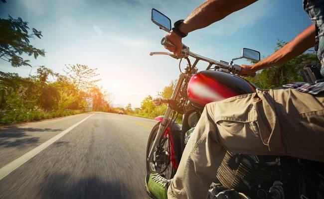 Lebih Serius Menghadapi Risiko Jatuh Dari Motor Alodokter