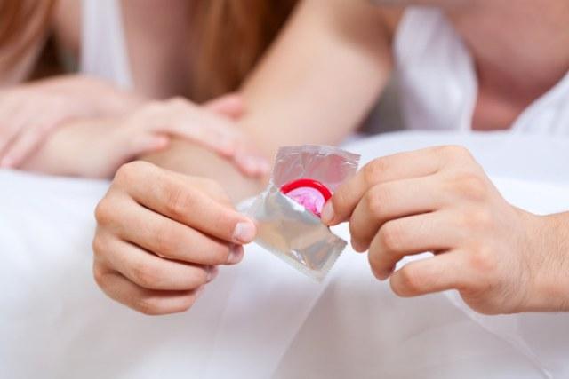 Begini Cara Memakai Kondom yang Benar - Alodokter