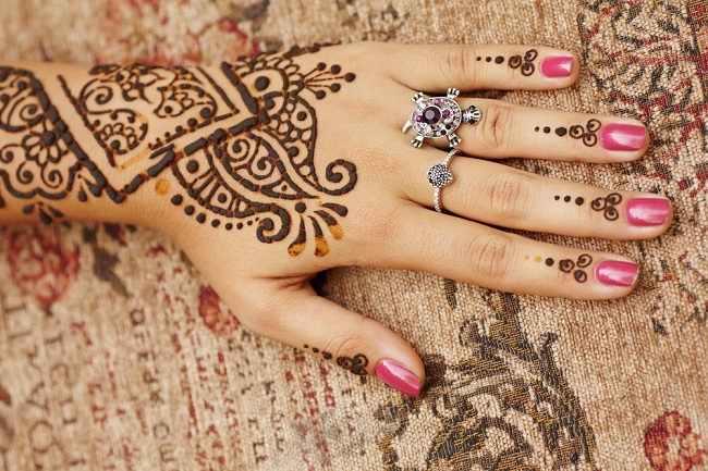 Contoh Gambar Pacar Henna Di Tangan