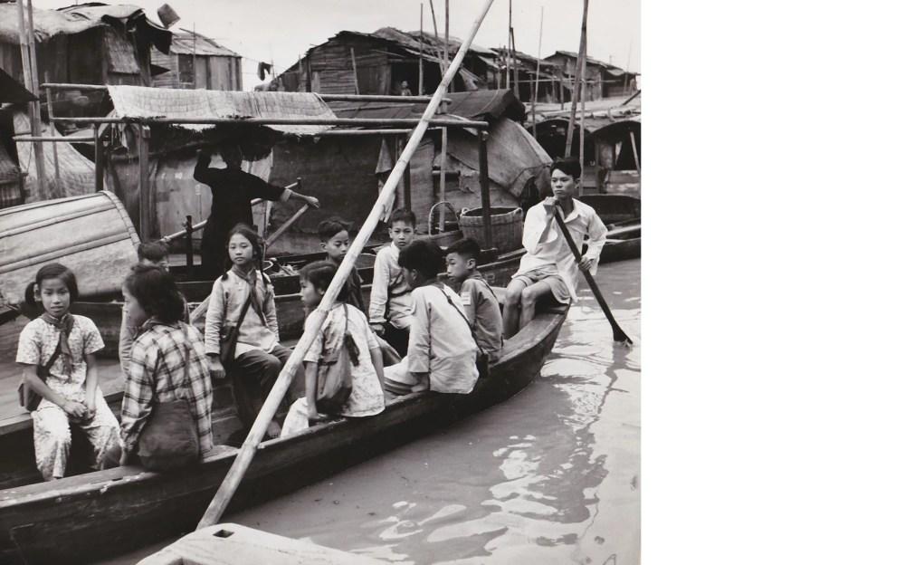 Agnès Varda, Canton (Chine), écoliers dans une embarcation 1, 1957. Courtesy Galerie Nathalie Obadia, Paris, Brussels.