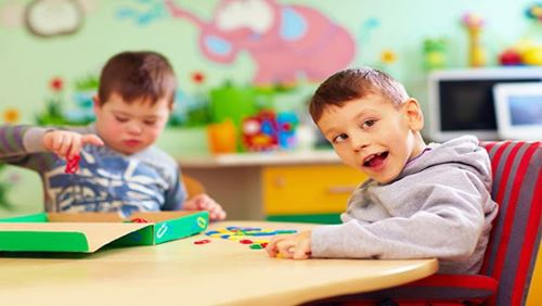 Autisme – Penyebab, Gejala, dan Bahayanya