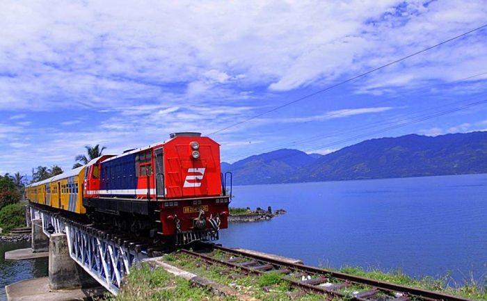 kereta-api-wisata-danau-singkarak