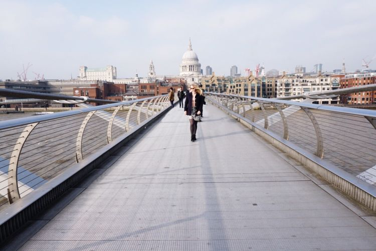 best spot to photograph on millennium bridge