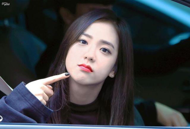 iu 7 Fakta Jin BTS, Member Tertampan dan Celananya Pernah Melorot diatas Panggung!