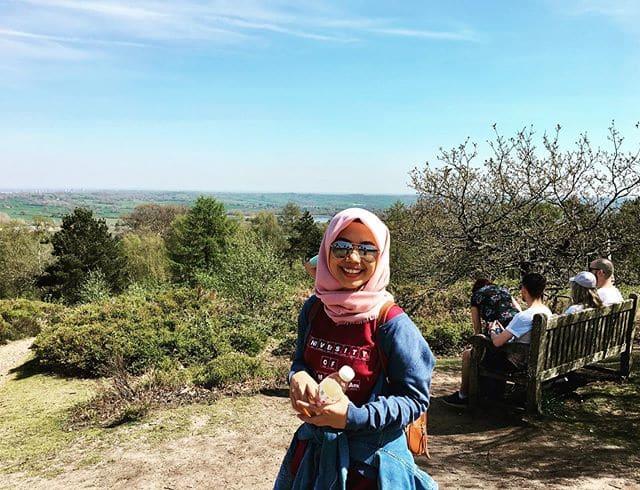 Raeni, Anak Tukang Becak yang Sukses S3 di Inggris