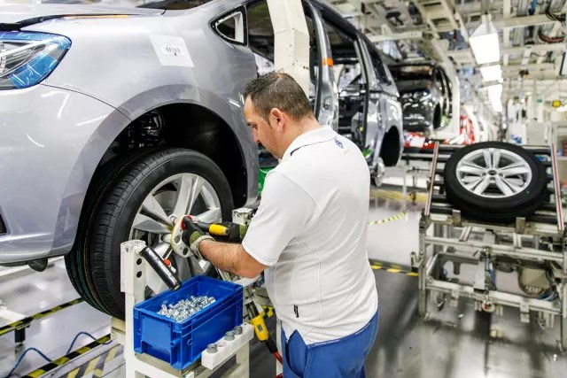 A Volkswagen Autoeuropa shop floor employee using a 3D-printed manufacturing aid made with an Ultimaker 3D printer. (Image courtesy of Ultimaker.)
