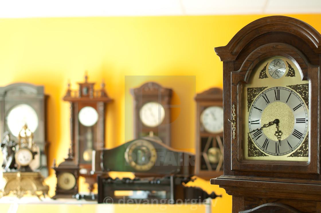 old antique clocks license