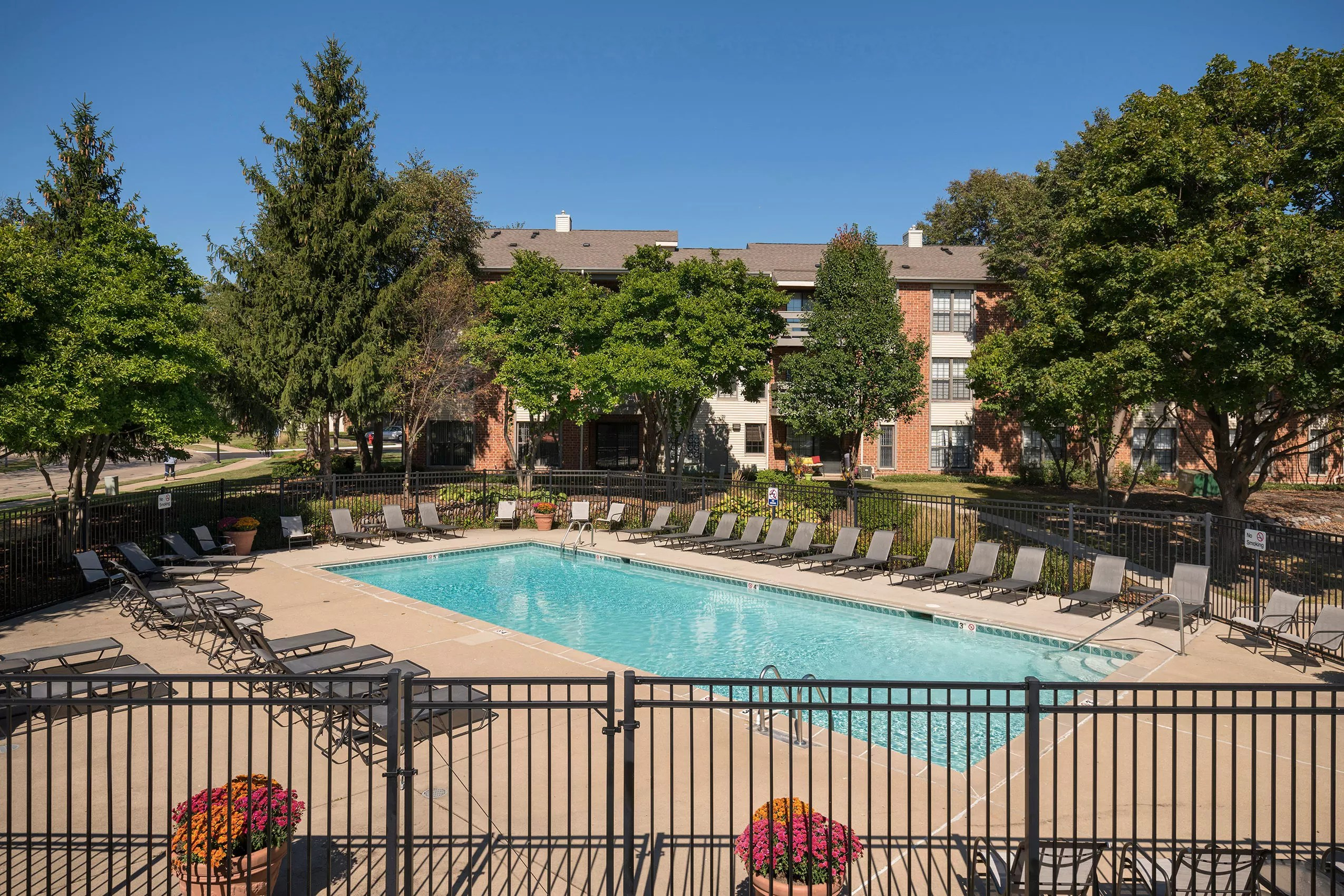 Rand Rd Palatine IL Apartments for Rent  Clover Ridge