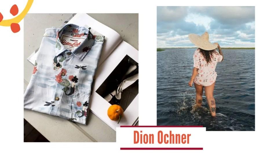 Montagem com duas fotos, fundo branco. No lateral inferior esquerda, três bolinhas laranjas e um arco amarelo decoram. Na primeira imagem, à esquerda, uma mesa branca com uma revista. A página da esquerda está completamente branca, com uma camisa dobrada. A camisa tem estampa de mar, peixes e pássaros, com a etiqueta Dion Ochner. Na página direita, uma foto p&b de pernas femininas e uma bergamota. Na foto da direita, uma mulher branca está de costas em um rio, olhando para o céu azul com nuvens. A mulher veste uma camisa estampada rosé com laranja e um chapéu de palha.