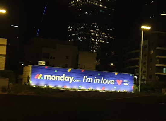 WIX congratulates Monday on the issue in a unique way / Photo: Courtesy of WIX