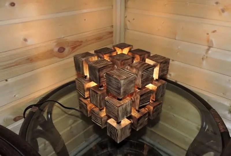 Lampe design en bois brûlé