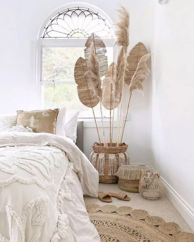 Chambre_décoration_bohème_grands_plumeaux