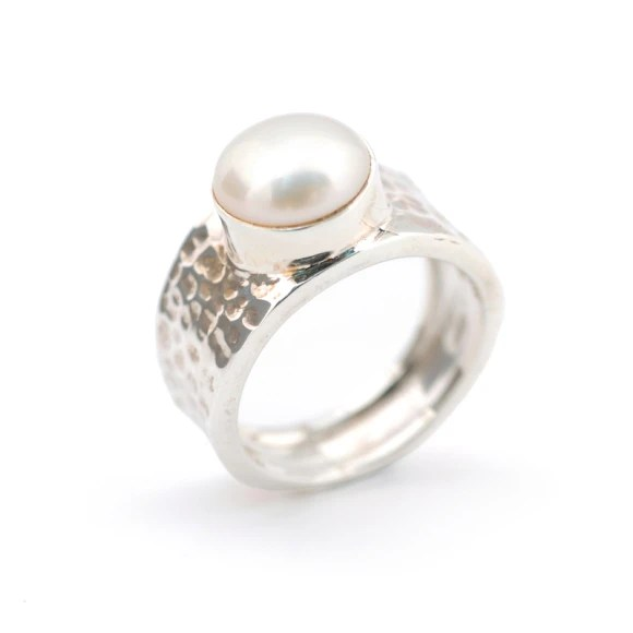 Beaten sterling silver and pearl ring  hardtofind