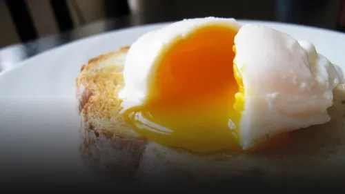 the easiest way to make poached eggs