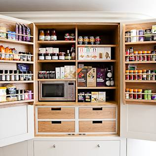 Bespoke oak larder : Country style kitchen by Maple & Gray