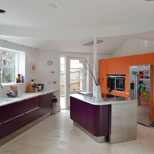 Colourful kitchen : Modern kitchen by Hetreed Ross Architects