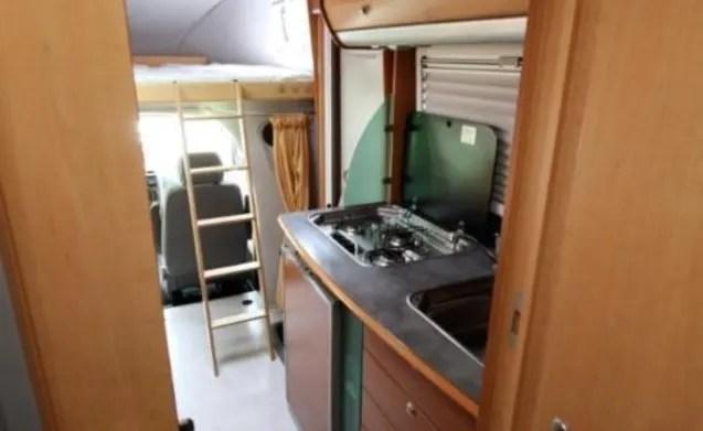 Compacte camper met toch veel ruimte voor 2  4 personen