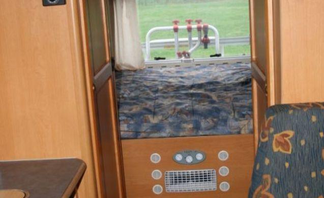 Fijne familie camper met slaapplekken voor 5 personen