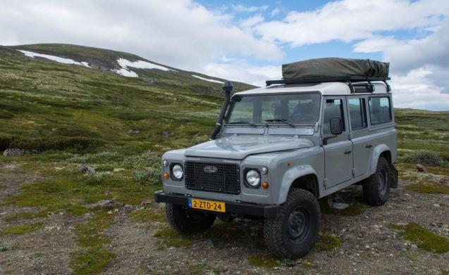Land Rover Defender 110 met Daktent  142 pd  Goboony