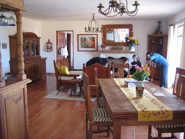 Auch im Wohnzimmer sind Terracotta Fliesen beliebt