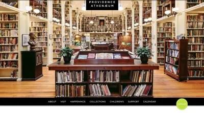 Page d'accueil Providence Athenaeum - photo pleine grandeur de la bibliothèque et des rangées de livres
