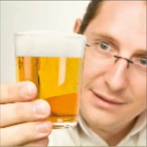 Observacion-de-espuma-en-cata-de-cervezas-El-Portal-del-Chacinado