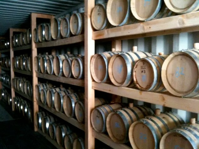 Proceso-de-conservacion-y-anejamiento-del-whisky-bourbon-creado-por-irlandeses-y-escoseses-en-estados-unidos-El-Portal-del-Chacinado