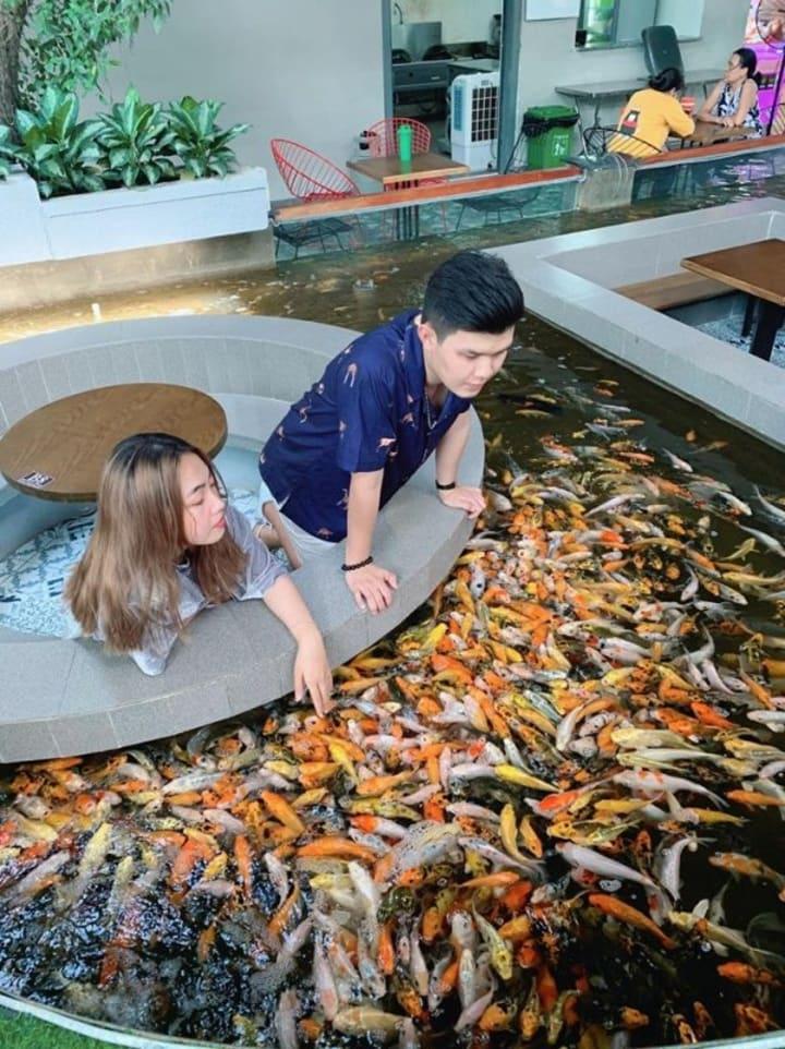 Koi Fish Cafe : Café, Attracts, Young, People, Saigon, Wander