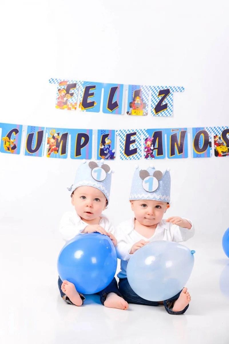 kidsfoto.es Dos por uno, sesión smash cake gemelos. Fotografía de gemelos en Zaragoza. Fotografía infantil  primer año