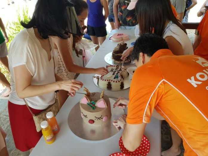 singapore corgi cake cutting
