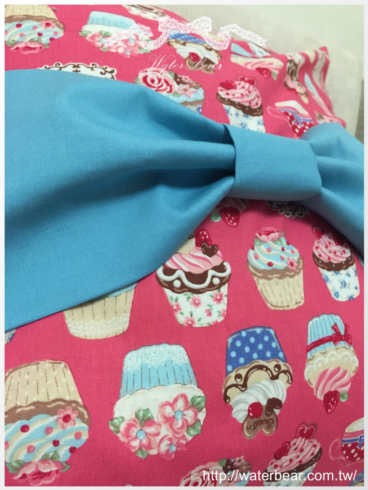 客製。蛋糕。蝴蝶結。抱枕 - 水貝兒縫紉手作
