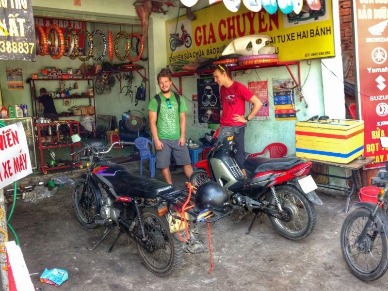 Pět Vietnamců na tom makalo přes půl dne