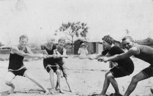 640px-StateLibQld_1_388165_Beach_tug_of_war_at_Southport,_1917