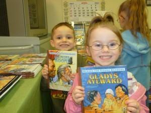 2 kids smiling Gladys Aylward Daniel Boone books